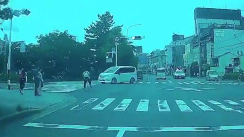 京都市 左京区 川端通 二条 交差点 横転多重事故 白ワンボックスカー